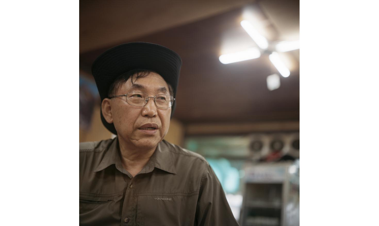 """€œI wonder if she is still alive, if she was well. I wanted to help her""""Seoul 22d of June 2013, Lee Man Woo, 59 years old, works in computer industry. Here in Mrs. Choi restaurant in Dobongsan. Few years ago, he found his daughter who had been adopted i"""