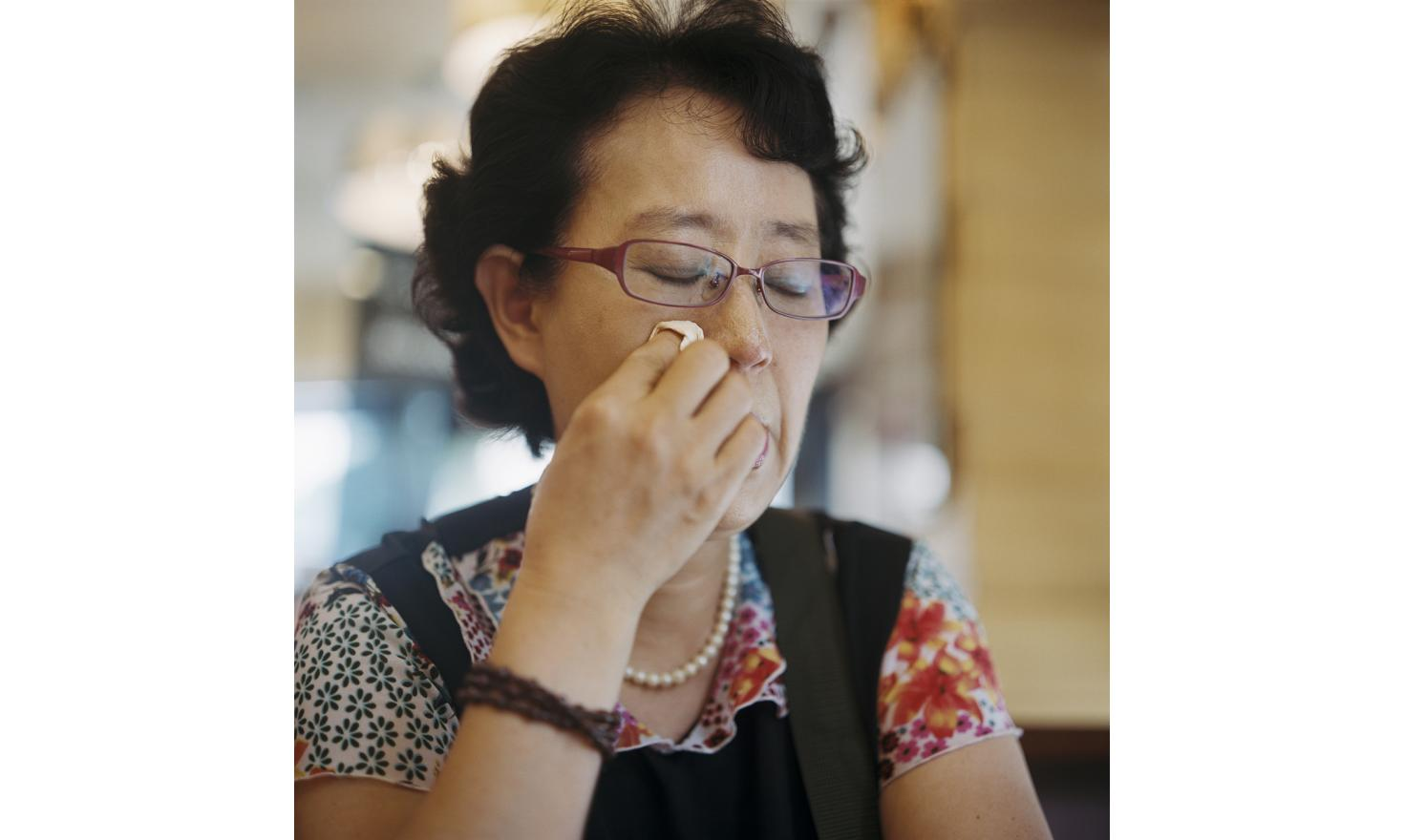 """€œI have no idea at all of how to find her""""Seoul First of July 2013. In the coffee shop she asked me to meet her, Mrs. Lee Suk Yun, 58 years old, shows me some photos of herself and her daughter born in 1979. """"My husband was not a good husband. I got"""