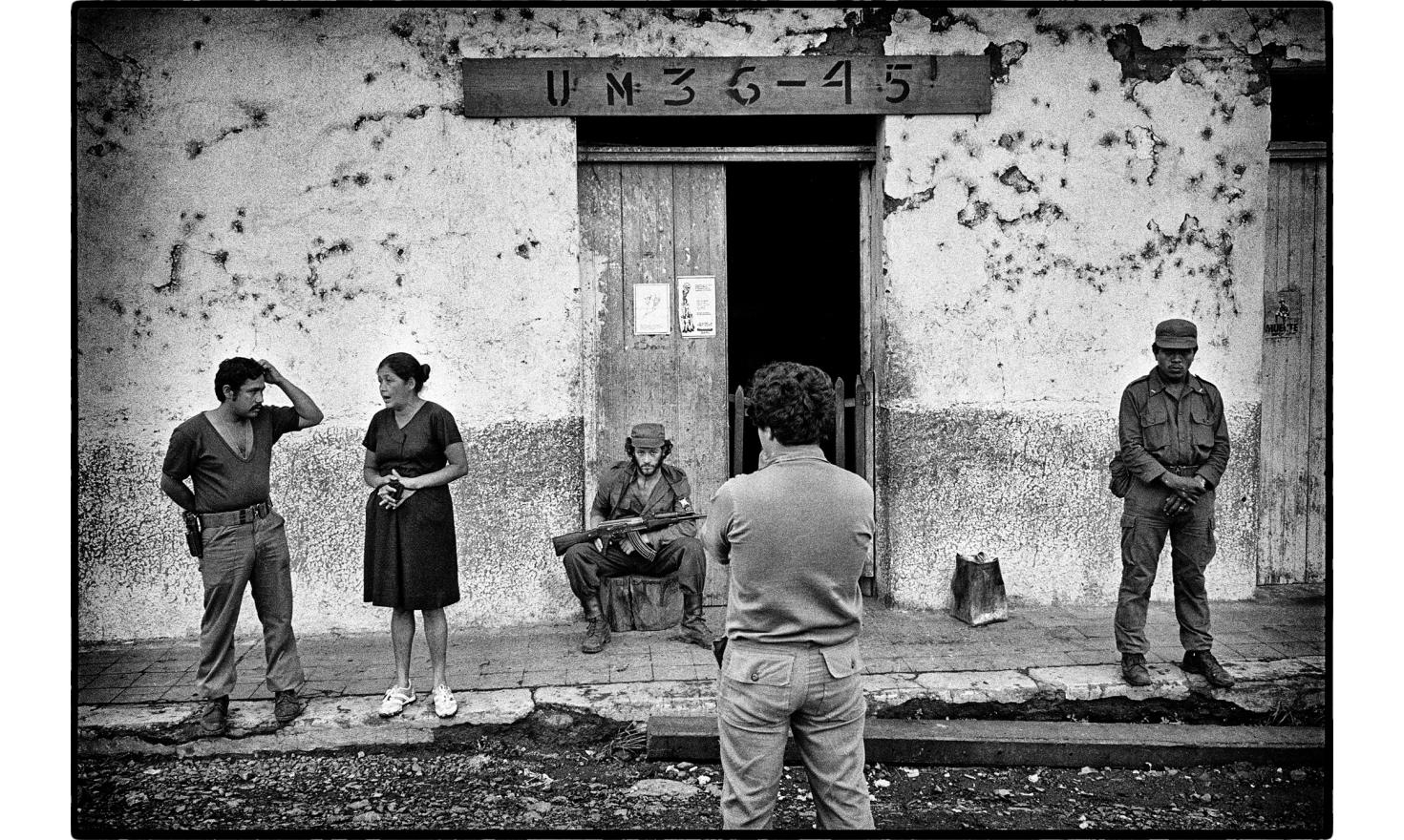 Patroling with the sandinista forces. Northern Nicaragua.Mai 1986.