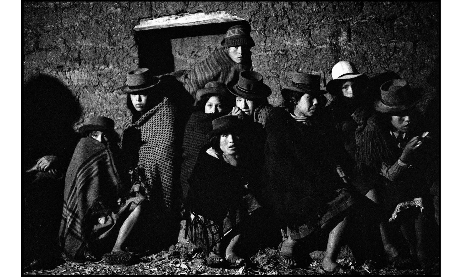 Night meeting of peruvian campesinos in the Andes. Peru, October 1982.