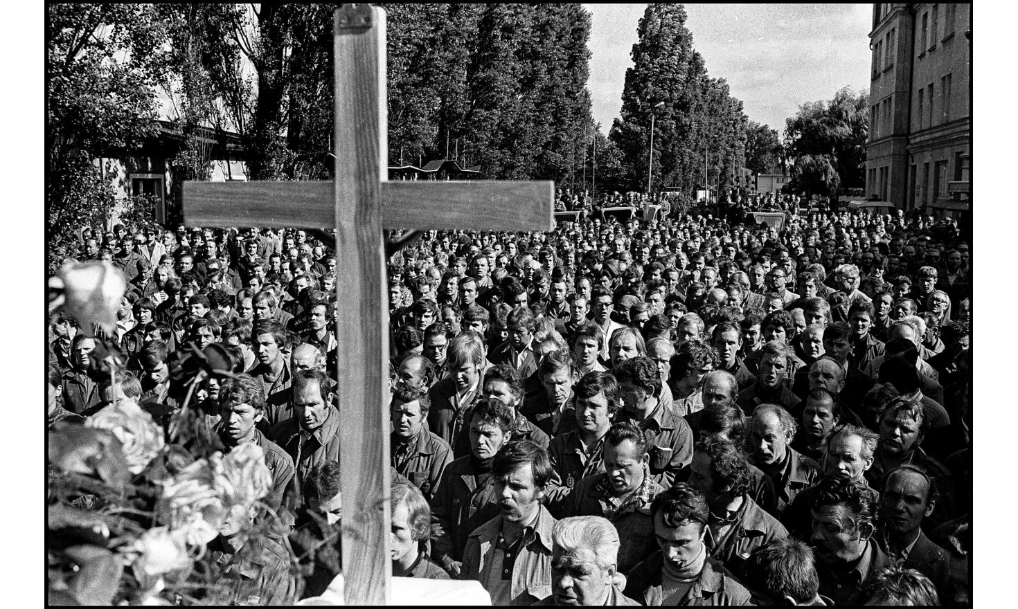 Mass at the Lenin's shipyard during the solidarnosc strike. Gdansk, Poland.August 1980.
