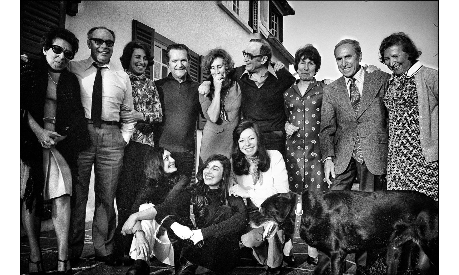 Family meeting at my parent's house, for the visit of my uncle and aunt from Canada. Igny, 1974.