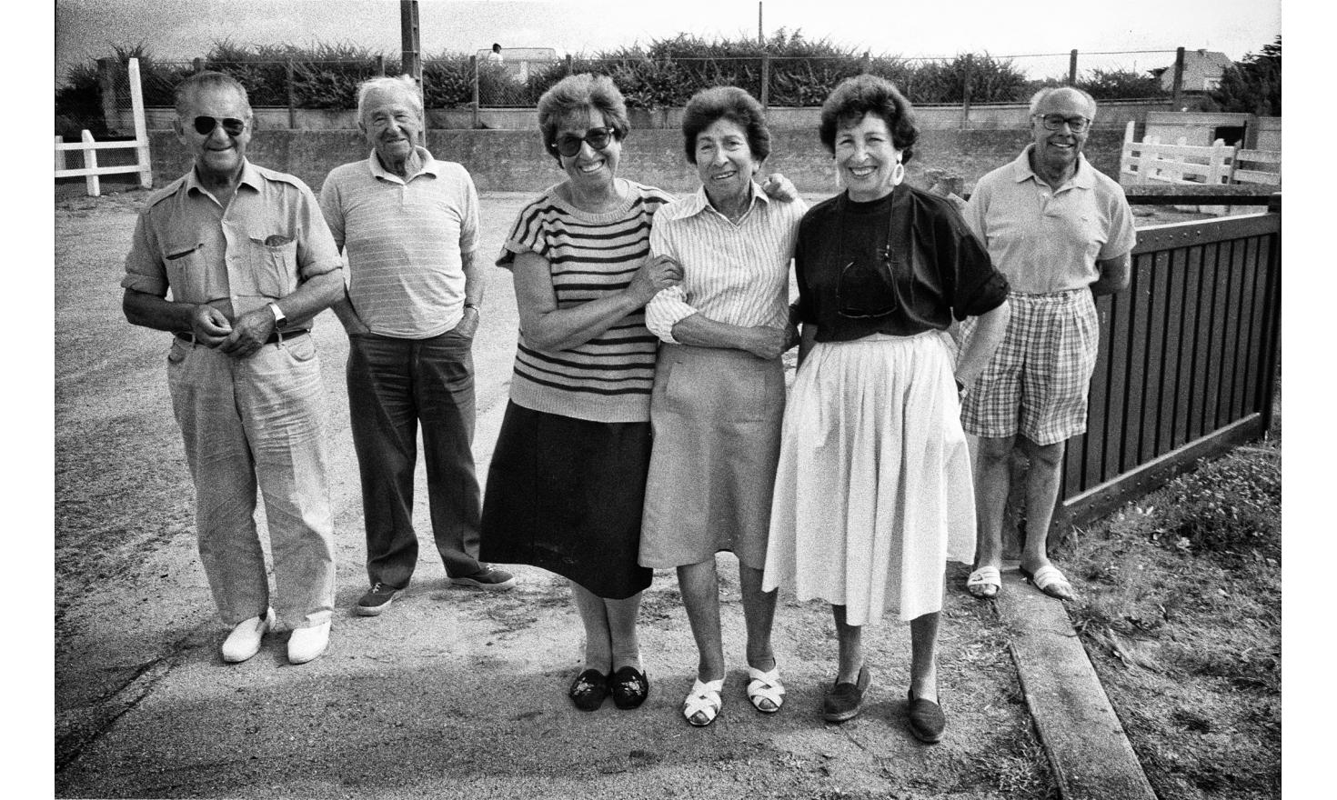 My mother and her two sisters. Behind them, the three brother in law. My father is on the far left. Batz sur mer, august 1992.