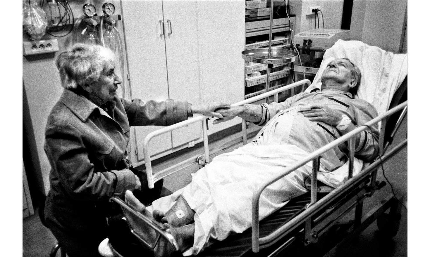 The call from the hospital was brief. My father was hospitalized. They couldn't keep my mother. In the middle of the night in the emergency room, I photographed the first gesture of tenderness that I saw between my parents. Orsay, october 1999.