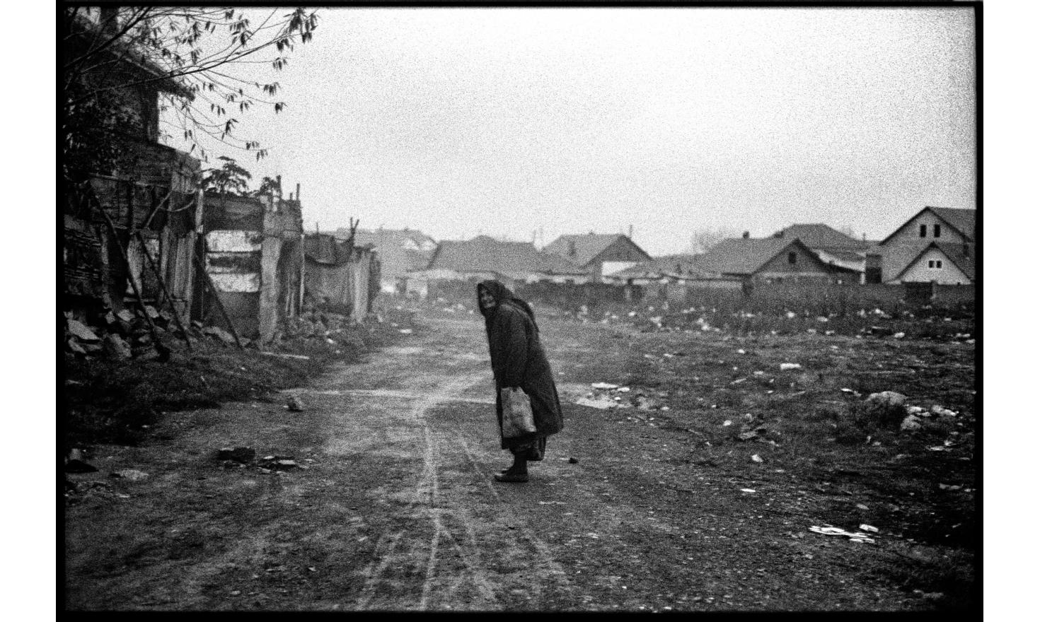 In Kosovo Polje, next to the train station, Ashkalis and Roma people are living in precarious conditions. November 2008.
