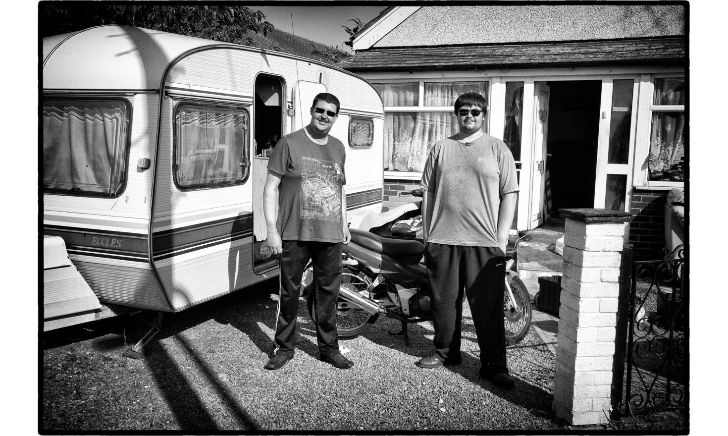 According to the english media, Jaywick is a very dangerous place with a lot of drug addicts, and one of the poorest place in the UK. I found, thanks to the founder of the Jaywick Happy Club, Danny Slogett, very friendly people. Jaywick, England. O7- 2016