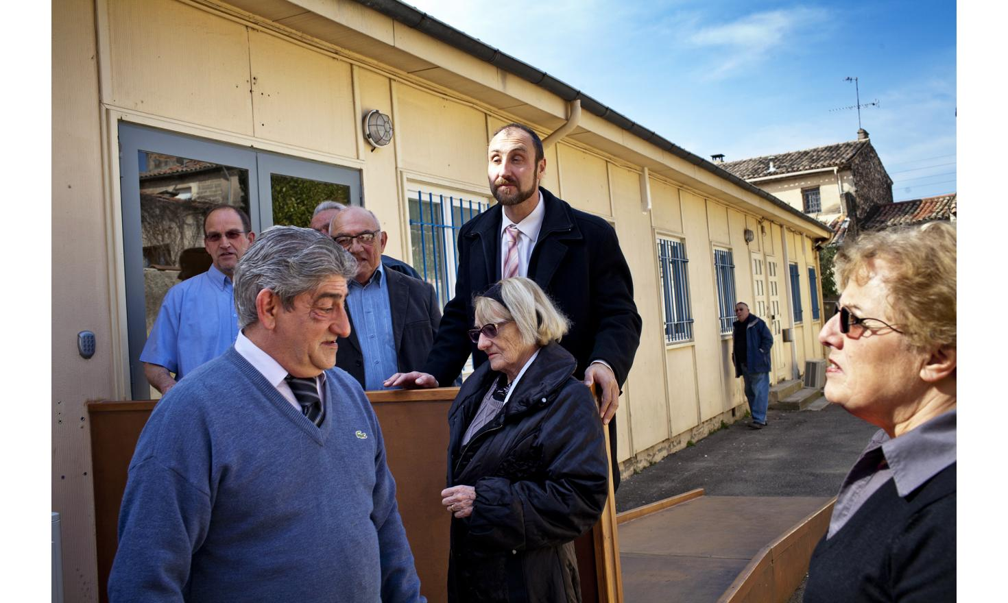 Pertuis, March 15, 2014. Mr Vallet with his team for Pertuis.
