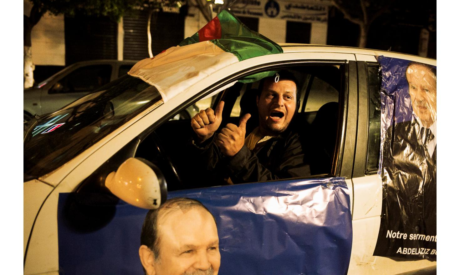 Bouteflika's supporters, in the streets of Algiers to celebrate the victory