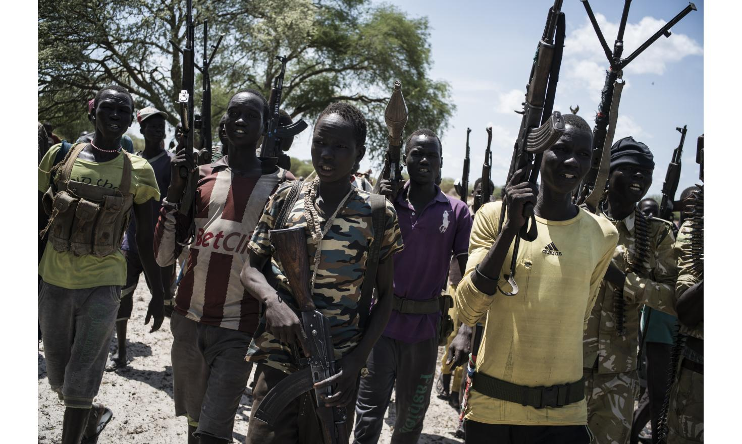 Young people from Nuer White Army, enrolled when they are teenagers, have to protect their eiders. Padoï, , South Sudan, May 2nd 2017.