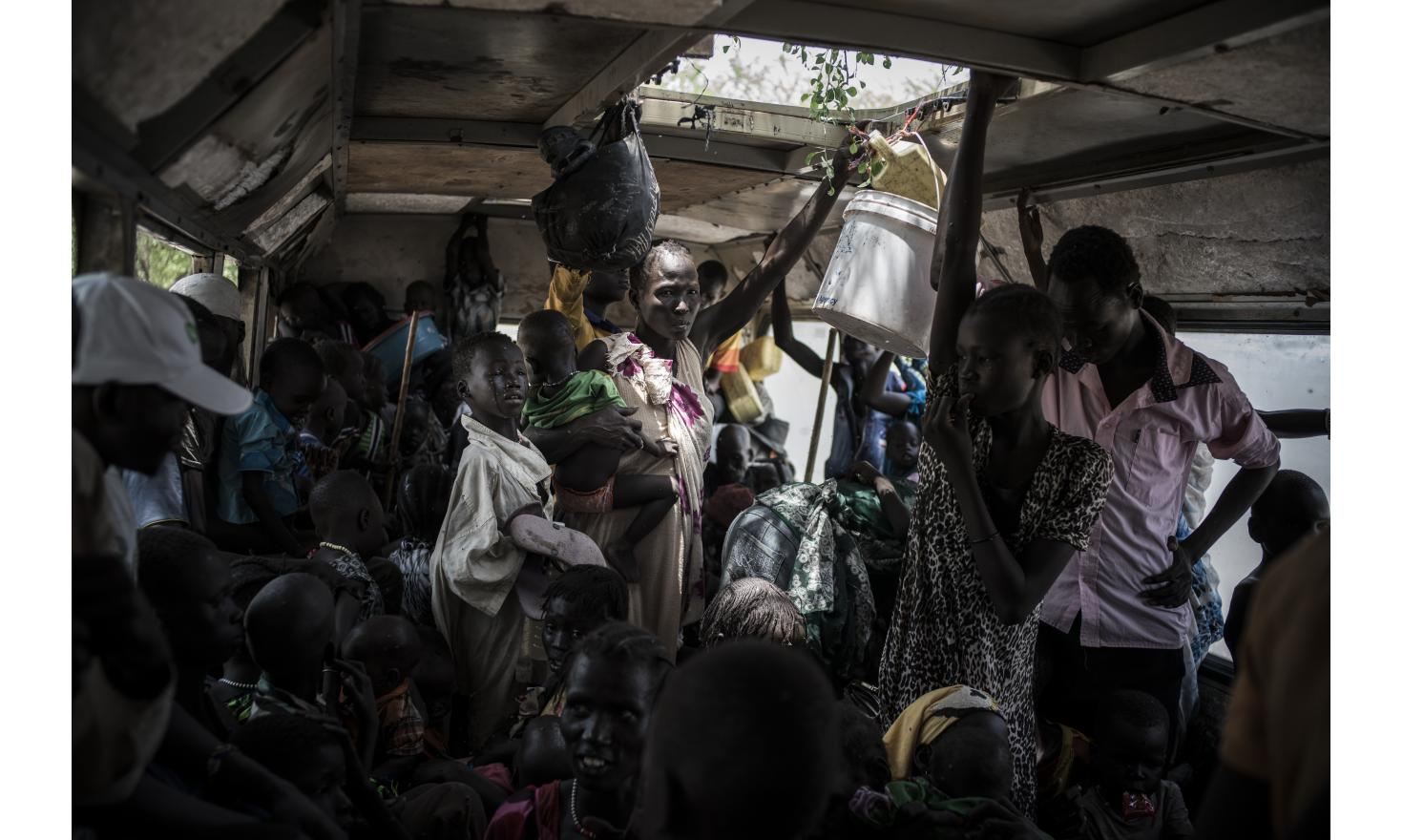 Departure time for displaced people, in the truck which drives them from front villages to Akobo, the city at the Ethiopian border. Yidit, South Sudan, May 4th 2017.