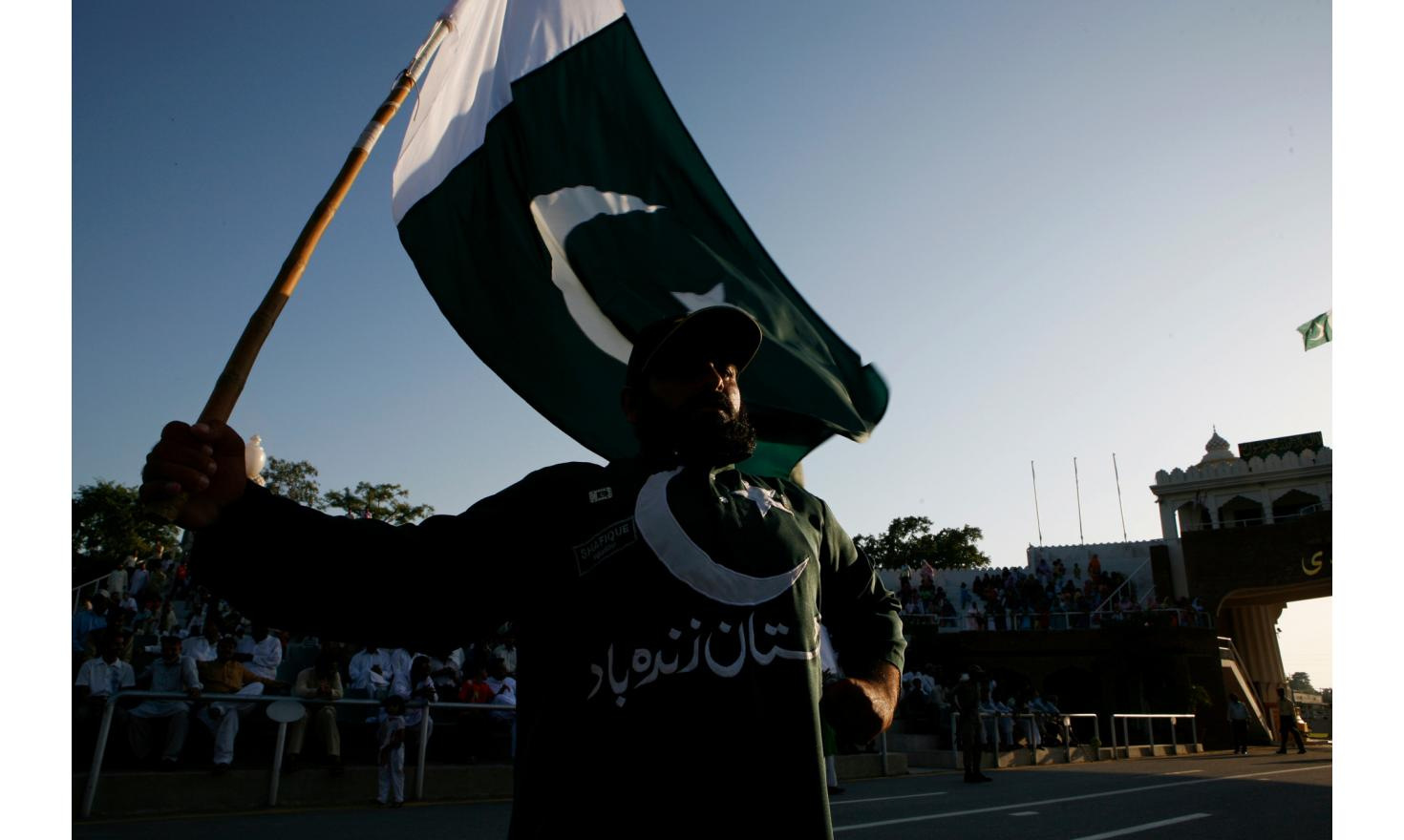 Wahai border, the border with Pakistan the Pakistani side. Each evening unfolds a kind of spectacle between Pakistani and Indian border guards. It is a strange mix between casual and cynical nationalist demonstration.