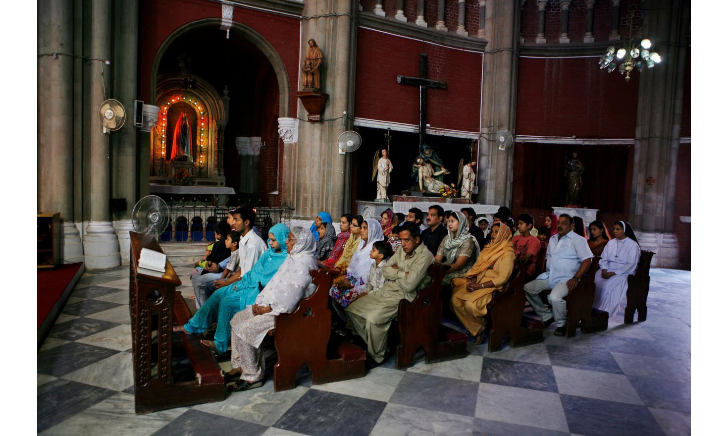 Christians: Sunday worship at Sacred Heart Cathedral. The Islamic fundamentalists are still demanding their conversion and held under a constant threat
